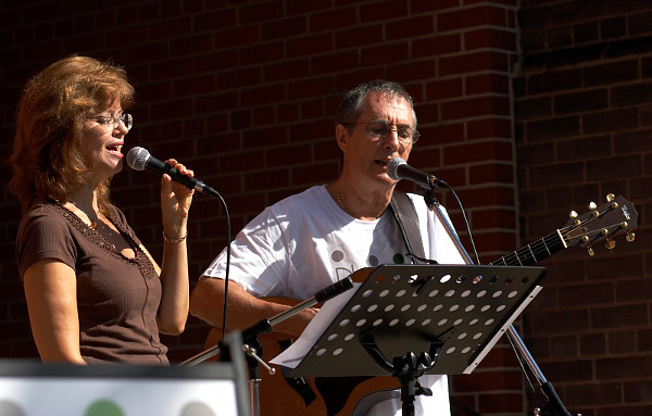 Richard and Tricia leading worship - Newlife Church Toronto at the Cabbagetown Festival